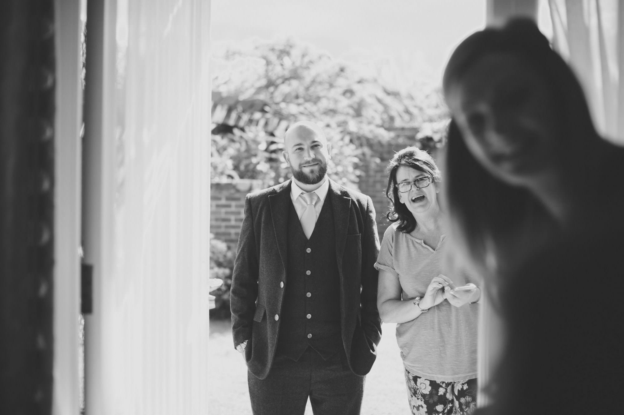 Relaxed Hampshire Wedding Photographer
